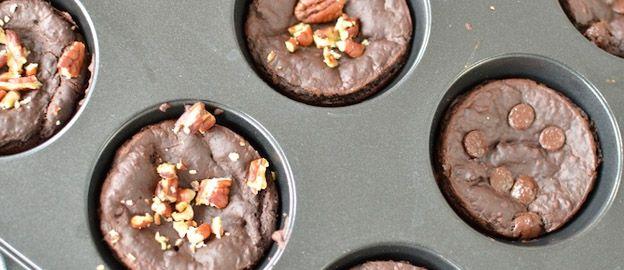 Zoete snacks zoals muffins kun je gemakkelijk vegan, glutenvrij en gezond maken met behulp van bonen, zoals in dit recept.