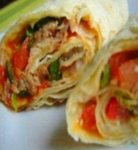 Ki ne szeretné - gyors és könnyű… Ennek nem lehet ellenállni, én akár mindennap tudnám enni…:) Recept itt a blogomon: http://klarisszafalatozoja.cafeblog.hu/2013/10/05/olivasfokhagymas-tortilla-salataval-gyors-es-konnyu-vacsora/