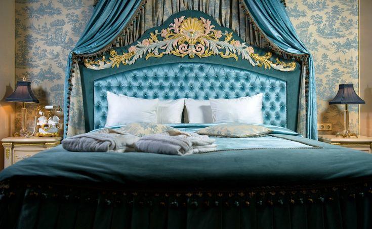 Спальня в стиле барокко: торжественная помпезность причудливых форм
