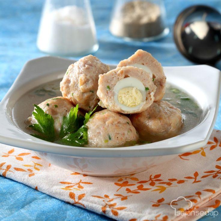 Jika menginginkan santapan lembut berkuah segar, memasak bakso ayam udang yang gurih ini bisa jadi pilihan yang tepat. Ayo kita simak caranya.