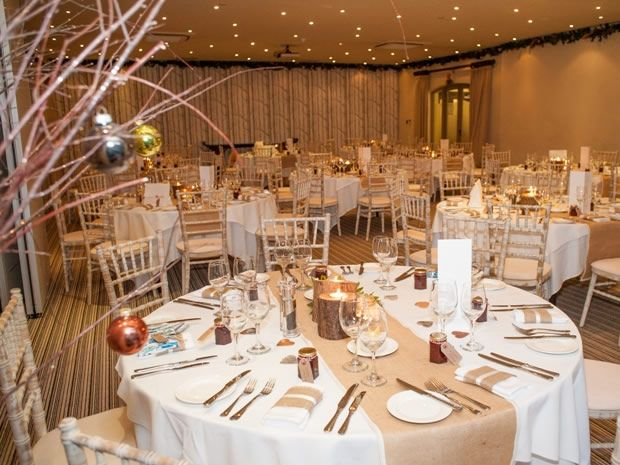 Manor House Hotel in Moreton-in-Marsh looks stunning deckted out for a #festive #wedding. Image © Rebecca Northway.