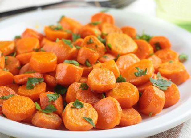 Carottes vichy, fondantes et légères pour accompagner vos plats de viande et poisson, la recette est facile et simple à réaliser chez vous.