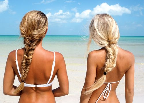 Blonde girls best friends