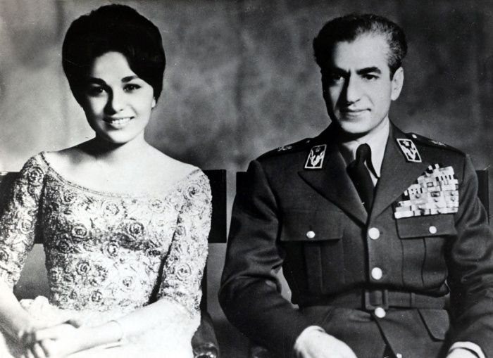 Shah of iran mohammad reza pahlavi and queen farah pahlavi for Shah bano farah pahlavi