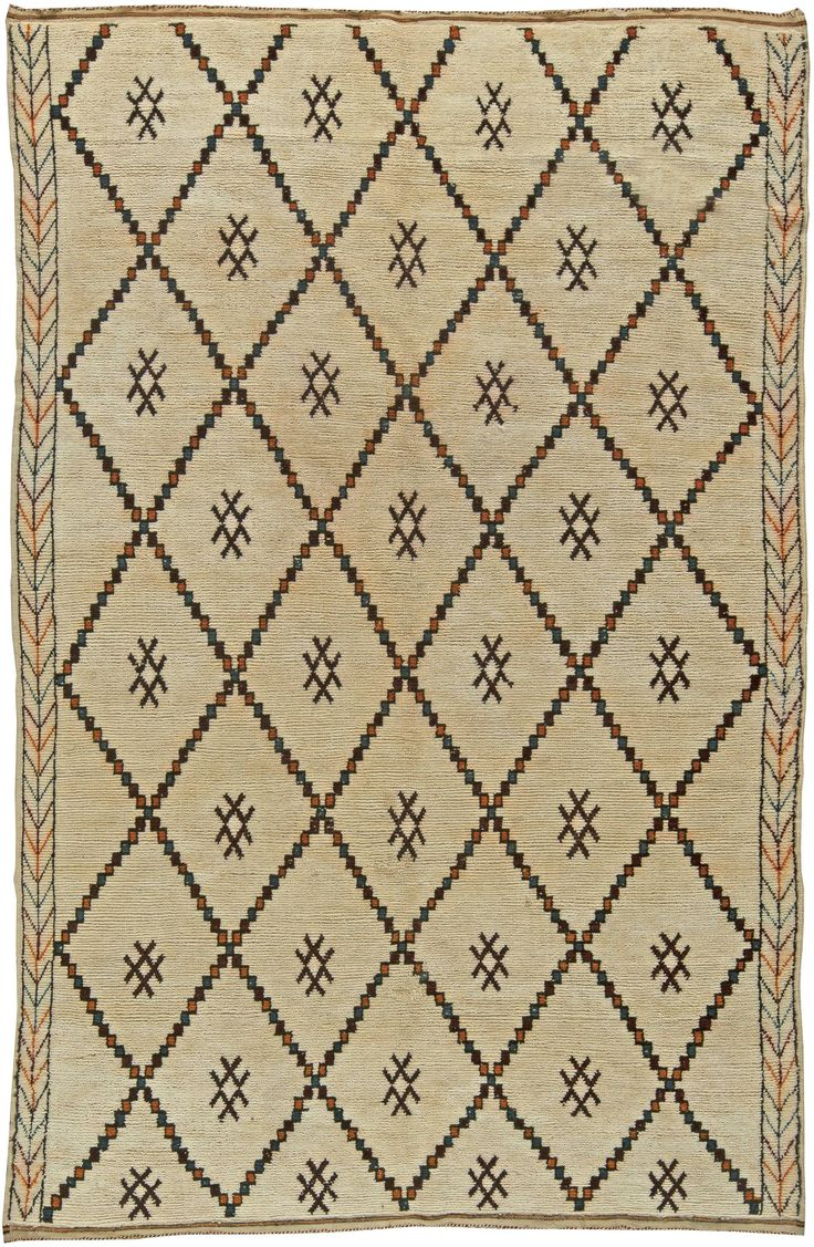Vintage Rugs: Vintage Rug Moroccan interior decor, white rug in living room