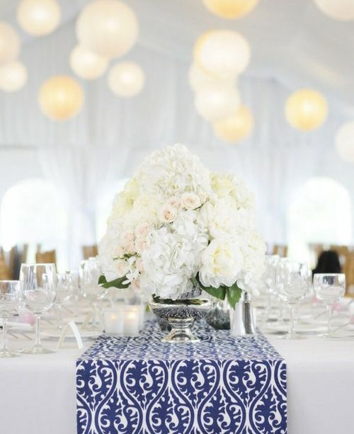 #tablesetting: White Flowers, Tables Sets, White Tables, Colors, Blue Tables, Tables Runners, Centerpieces, Table Runners, Blue And White