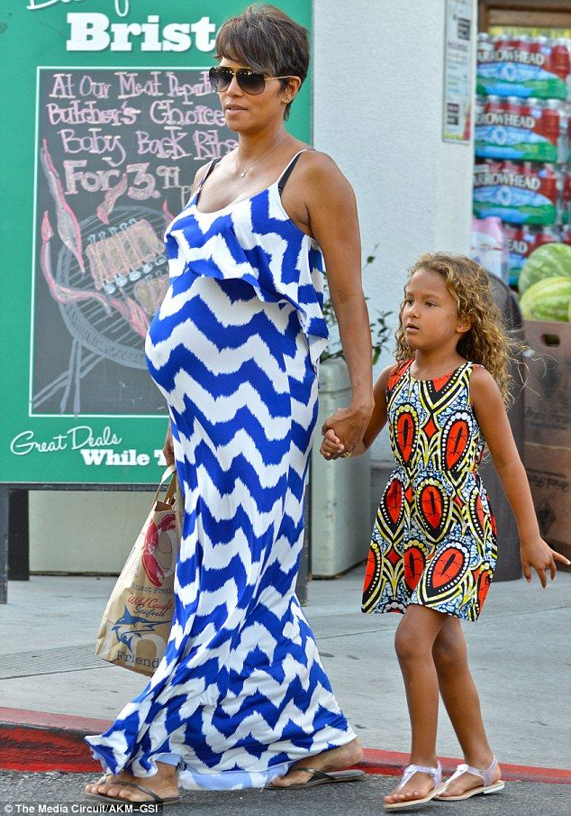 Mummy rocks! Both Halle Berry and daughter Nahla cut stylish figures as they arrived at Bristol Farms on Thursday