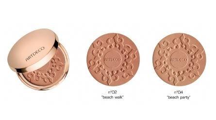 ArtDeco bronzing powder. Een natuurlijk gebruinde en matte finish wordt verkregen met deze innovatieve parfum- en parabeenvrije Bronzing Powder Compact. Inca olie zorgt voor een zijdezacht gevoel en beschermt de huid tegen uitdroging. Een speciaal extract van erwten regenereert de collageenstructuur. Deze prachtige Bronzing Powder Compact met SPF 15 is verkrijgbaar in twee kleurvarianten.