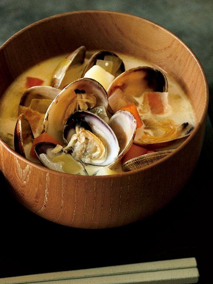 【ELLE gourmet】あさりと豚肉の味噌汁レシピ|エル・オンライン