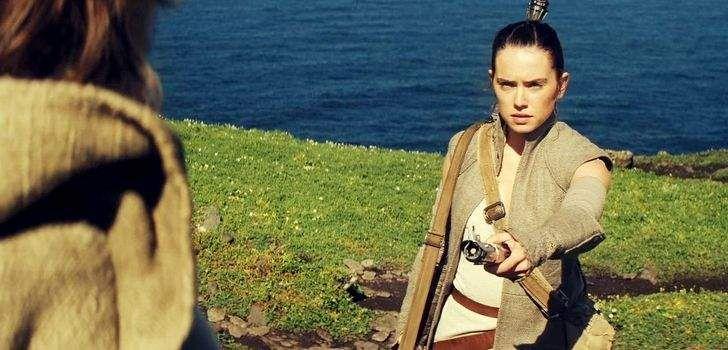 Star Wars: O Despertar da Forçaacabou com Rey finalmente descobrindo onde está Luke Skywalker, em uma cena silenciosa e poderosa. Desde então os fãs estão ansiosos para saber como será a interação entre o Jedi e Rey. Agora, em uma entrevista com o USA Today, Rian Johnson, diretor de Star Wars: Episódio VIIIfalou sobre como …