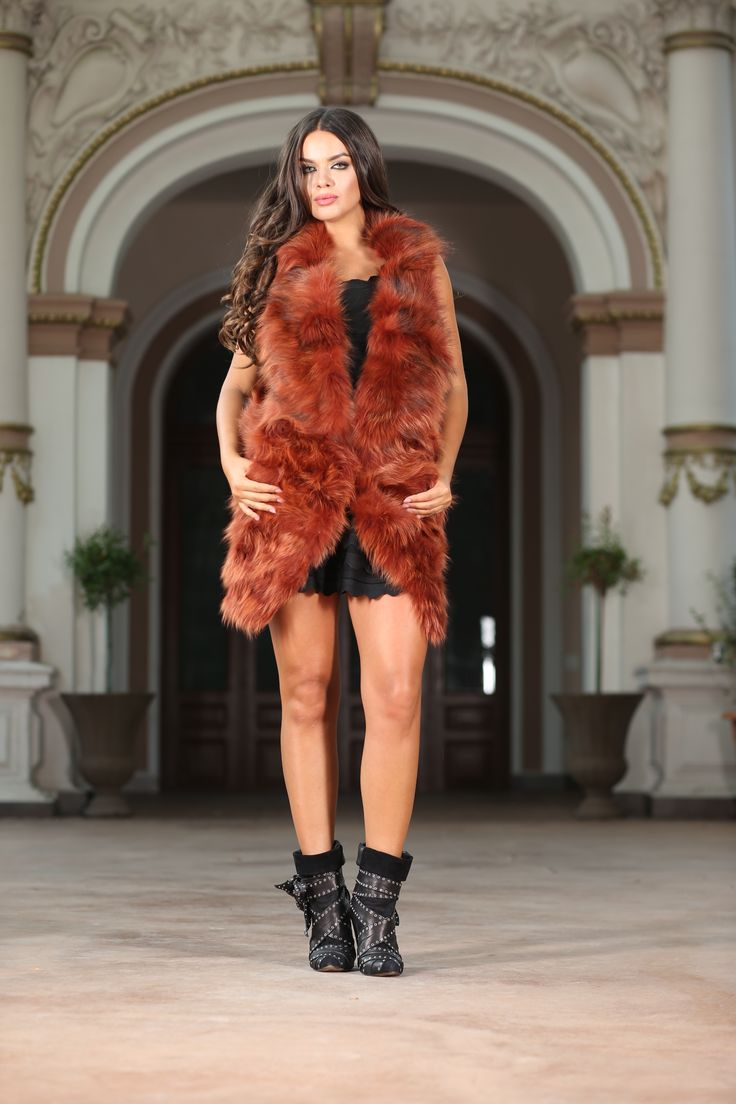 Electra  Natural fur and a sleek, slim silhouette make this vest from Vero Milano a statement-making addition to your fall wardrobe. In a beautiful, daring red colour, refined yet relaxed, this coat from Vero Milano drapes you in sumptuous fur, for a look that transitions seamlessly from day to night. Dress up everything from relaxed denim to chic dresses with this soft, chic piece of outerwear. Composition: 100% real fur