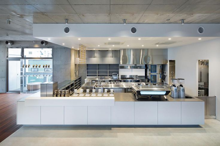 After having designed the first Blue Bottle Coffe roastery/café in Japan, Schemata Architects has completed the Blue Bottle Coffee AOYAMA Cafe, the second shop of the American brand in Tokyo.