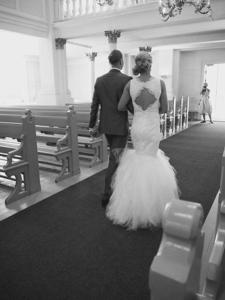 Pitsinen hääpuku #avonainen selkä #tyllihelma #lace wedding dress #tulle hem
