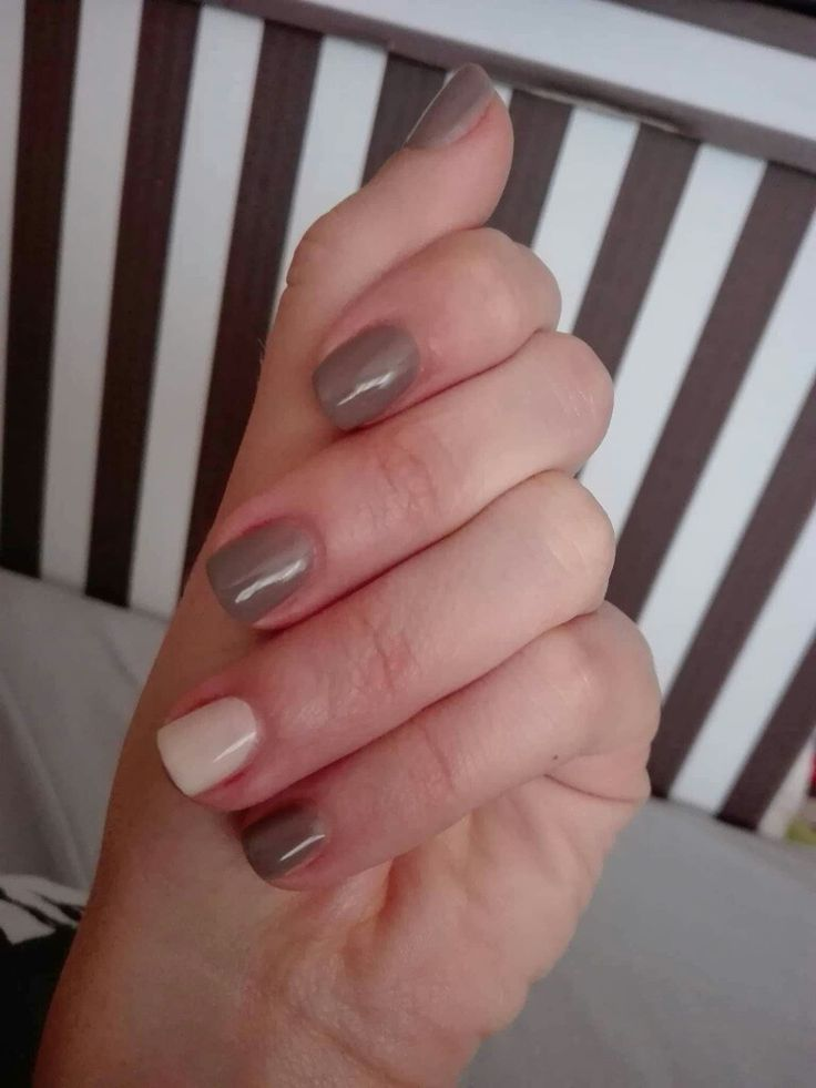 Semilac 017 grey and 176 almond butter in simple pastel nails.