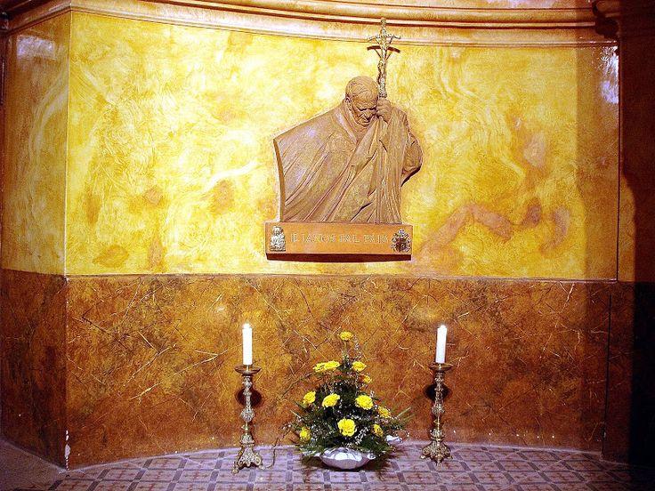 01 - II. János Pál pápa - dombormü - Jánoshalma - Szent Anna Templom - Picasa Webalbumok