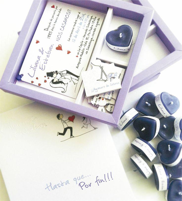 CAJA CON ROMPECABEZAS Y VELAS (Invitación personalizable)  Incluye: Caja con medidas 15x15 cm  1 Tarjeta de invitación  1 Tarjeta en rompecabezas (recordatorio) 1 pequeña vela en forma de corazón