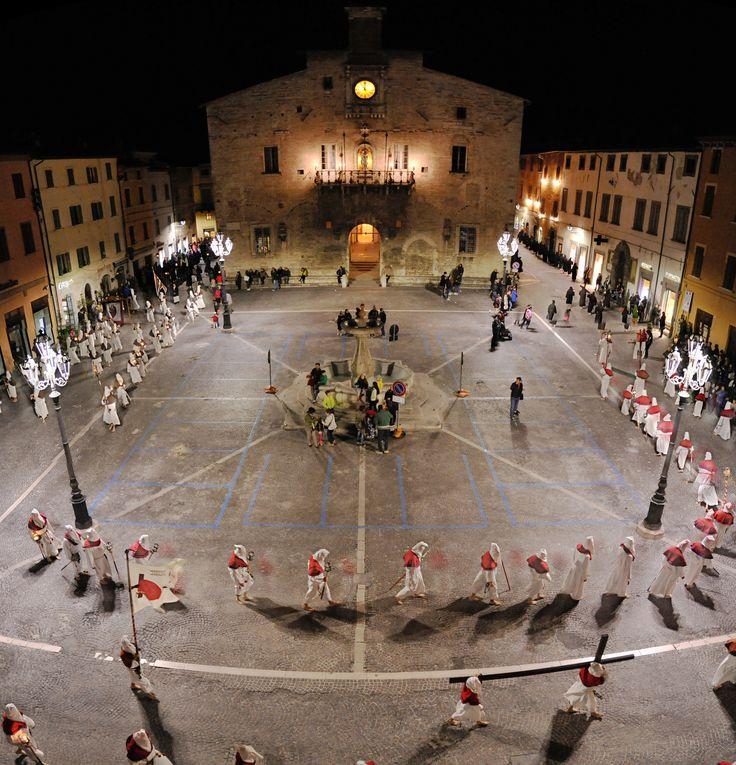 https://flic.kr/p/TJYZoN   Lost in Cagli #33   Processione del Venerdì santo, Cagli (PU)