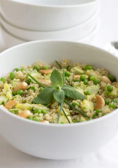 Insalata di quinoa e verdure primaverili
