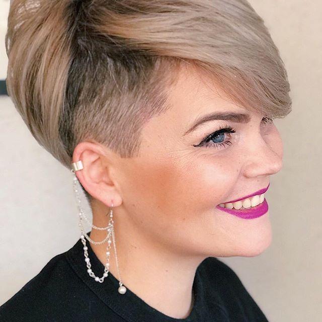 Es Ist Echt Nicht Einfach Einen Friseur Zu Finden Dem Man Seine Haare Blind Anvertrauen Kann Ich Bin So Fro Styling Kurzes Haar Haar Styling Haarschnitt Ideen