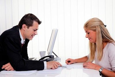 Mitarbeitergespräche: Die besten Tipps für Vorgesetzte und Mitarbeiter (+ PDF)