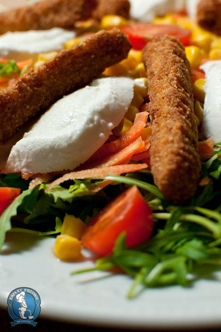 Insalata Norvegese by Enfant Prodige! Un mix di verdure con tanti bastoncini al pollo croccanti! Imperdibile!