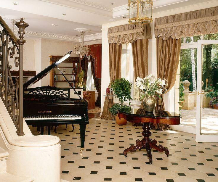 Фото интерьера гостиной загородного дома в классическом ...