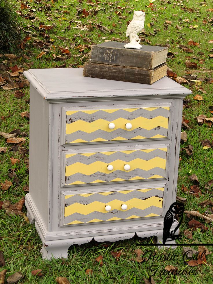 Chevron nightstand, grey and yellow http://rusticowltreasures.blogspot.com/