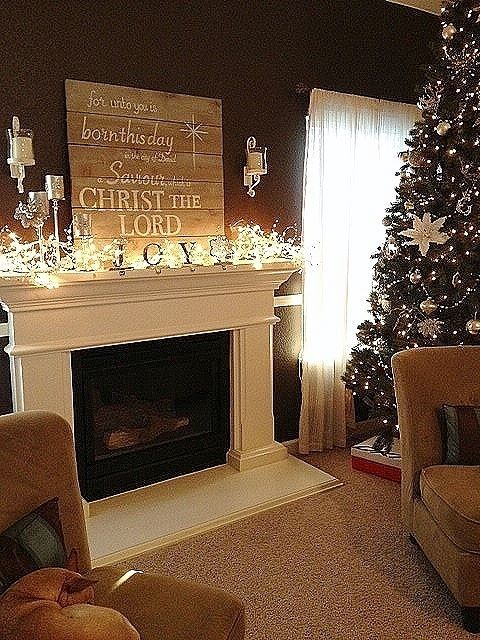 1000 Ideas About Christmas Mantel Decor On Pinterest