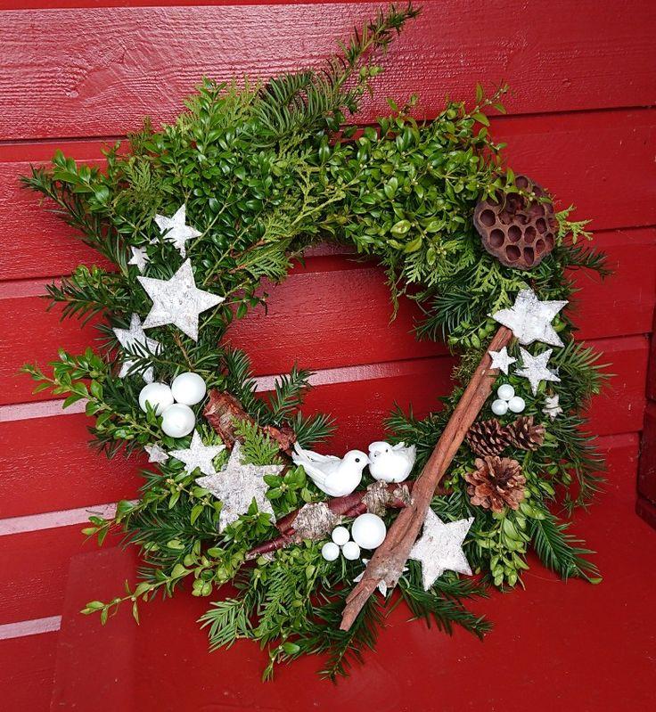 Dørkrans jul fugl stjerne kongler kanelstang buskbom edelgran mose advent