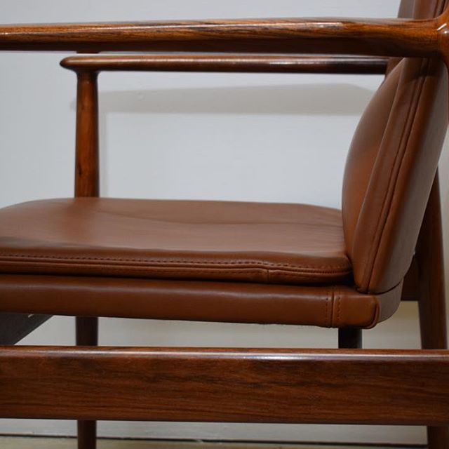Details on a Danish mid century rosewood armchair by Arne Vodder. The armchair has been upholstered in brown Elegance aniline leather by AP upholstery. Contact for more information. #webbsmidcentury #vintagefurniture #etsy #ebay #furniture  #finnjuhl #hanswegner #arnevodder #midcentury #midcenturymodern #quistgaard #chestofdrawers #danishfurniture  #retro #bjornwiinblad #art #danishdesign #design #armchair #1stdibs #pamono #desk #bjørnwiinblad #vintage #akselkjersgaard #rosewood…