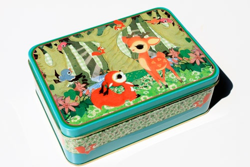 The coolest Lunchbox ever. This internet shop has all the cute stuff a girl longs for.