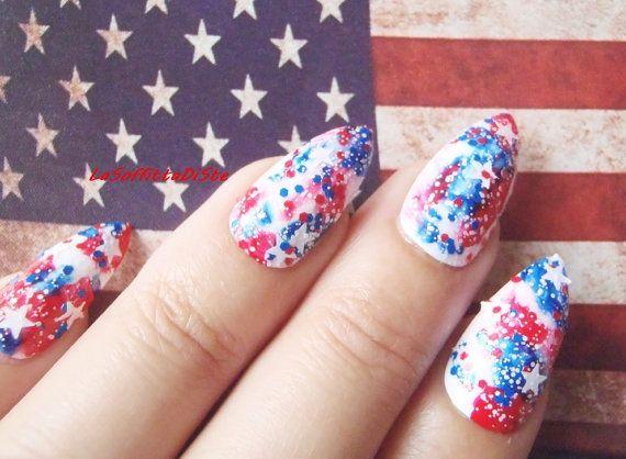 bandiera americana unghie stiletto rosso blu bianco stelle 4 luglio stilleto a punta press on art unghie bianche mandorla lasoffittadiste