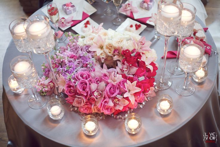 Ombré centerpiece in shades of pink