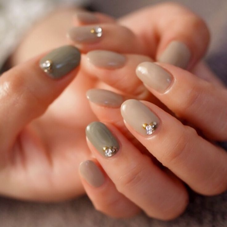 ☆グレージュ+オリーブグリーン☆ の画像|パリのネイルサロン Bijoux nails Paris