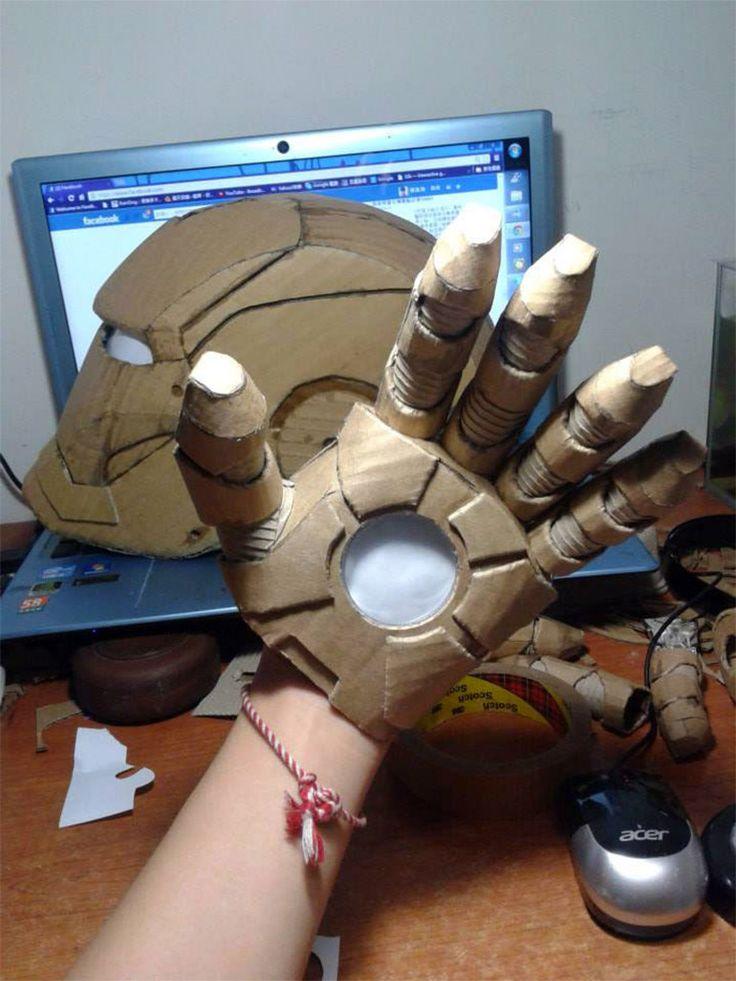 Estudante cria armadura do Homem de Ferro com papelão