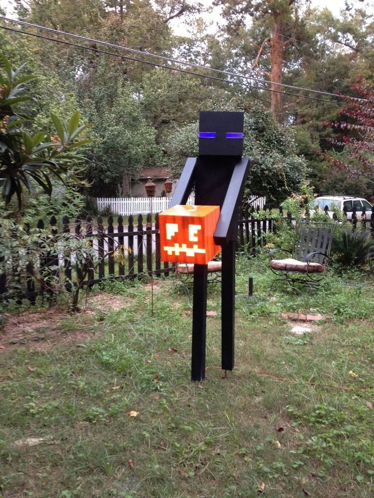 Enderman Halloween decoration - So incredibly awesome! Must do this when I get a house.