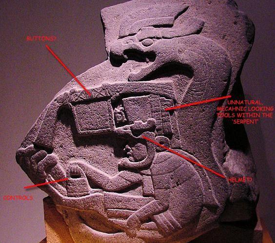 grabado Olmeca de la zona de La Venta, México; representa al dios Kukulcan; los Olmecas llegaron de la zona de Tell Halaf en la actual Siria hace sobre 7500 años.el dios lleva en una mano una cesta igual a la que llevan los antiguos dioses de Mesopotamia; la serpiente para los pueblos de oriente y los americanos representaba el aparato volador.