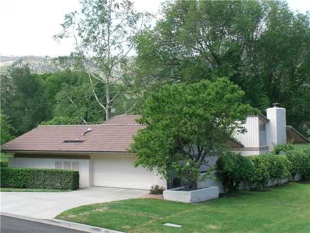 Lovely home with 2 bedrooms, 2 bathrooms and 2 garage, situated in a beautiful location of Pauma Valley. http://teamaguilar.com/san-diego-ca-homes/32326-cahuka-court-pauma-valley-ca-92061-1004547918/