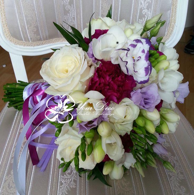 Biało fioletowy bukiet ślubny