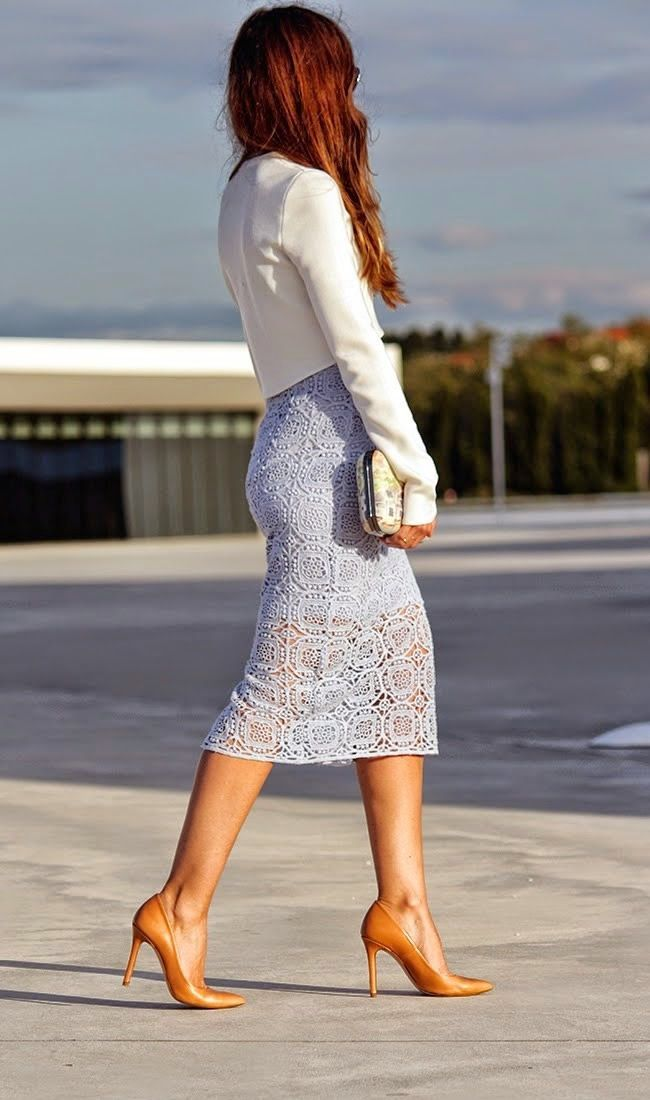 Street style | Zara lavender crochet lace skirt and crop blazer #office