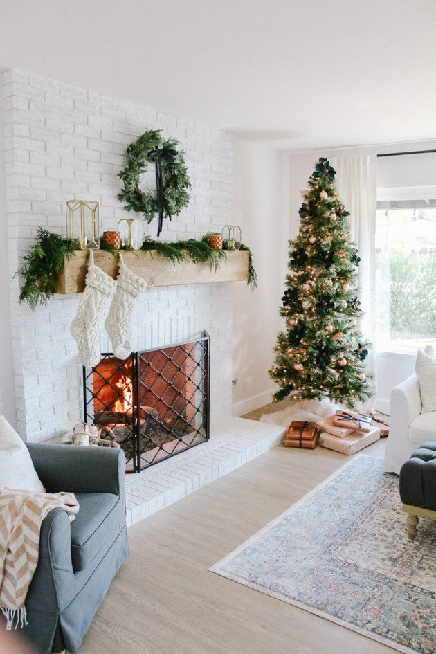These Farmhouse Christmas Decorating Ideas Are Brimming With
