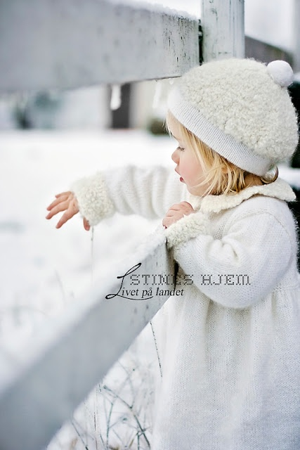 Stines Hjem - Livet på landet: Fototips . guide til objektiver Can't read a word that says, but I love the coat and hat!