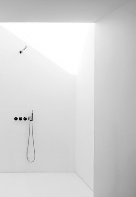 White walk-in shower with skylight. Photo by Thomas De Bruyne.