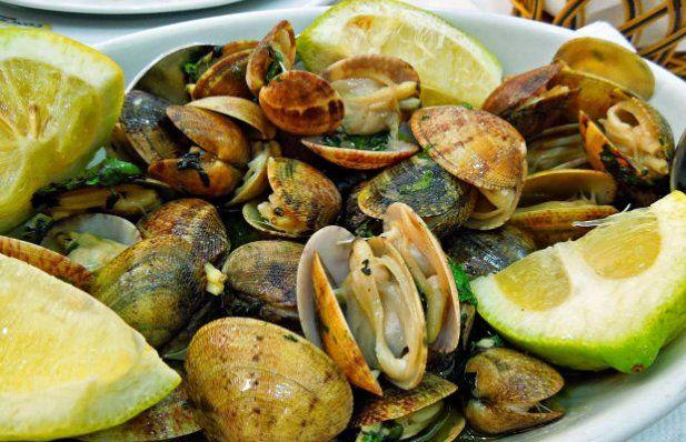 How to make Portuguese Bulhão Pato clams (Amêijoas à Bulhão Pato).