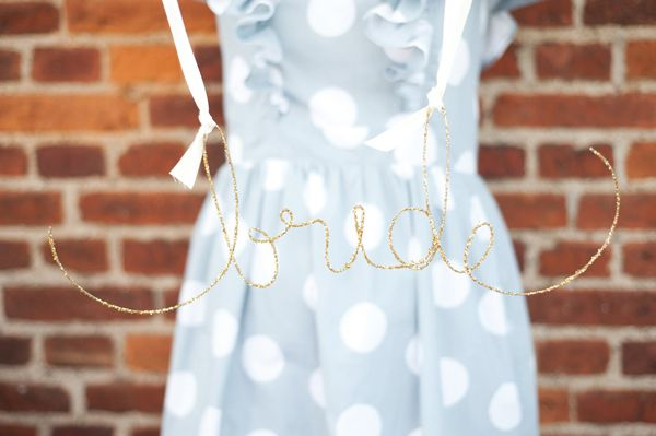 DIY glittered wire name/signs: Glitter Wire, Las Silla, Happy Day, Welcome Signs, Child Rooms, Names Signs, Wire Names, Bride, Diy Projects