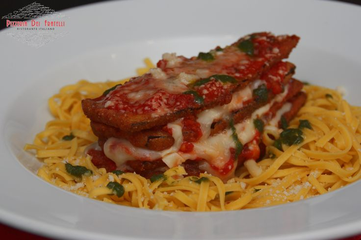 Melazane Alla Parmegiana - tagliatelle με παναρισμένη μελιτζάνα και παρμεζάνα σε μείγμα τυριών, γαρνιρισμένα με σάλτσα ντομάτας και