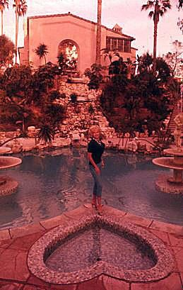 Jayne Mansfield Pool Pink Palace Celebrity Houses Celebrity Real Estate