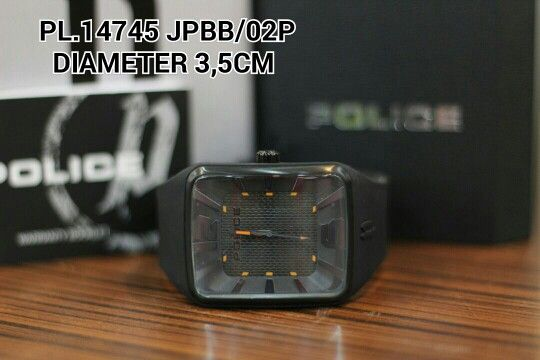 POLICE watch  Article : PL 14745 JPBB - 02P Price : IDR 1.265.000 Diameter : 3,5 cm  Material : Rubber black - ring black Garansi mesin 1 tahun international
