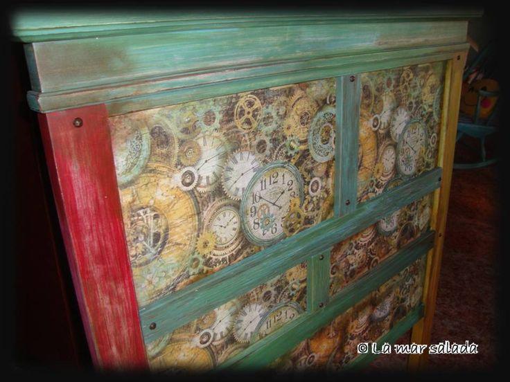 Cabecero de madera para cama de 90 cm, reciclado a mano con decoupage de papel de arroz, pintura con acrilicos y pátinas. Medidas: 105x119. Precio: 90 €