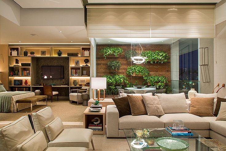 Mesmo que more em um apartamento, procure ter um jardim em vasos ou floreiras na janela. Olhar para plantas proporciona boas sensações. Esse ambiente é do arquiteto Luiz Fernando Grabowsky.